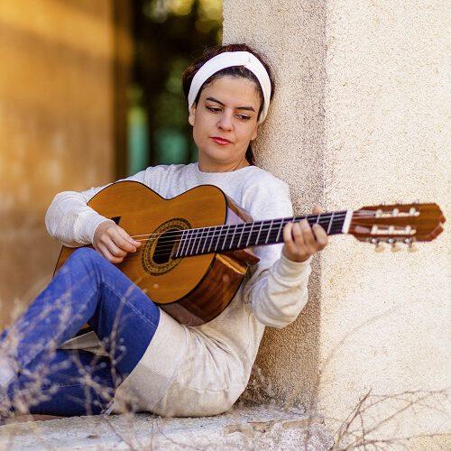 Vrouw met gitaar Spanje
